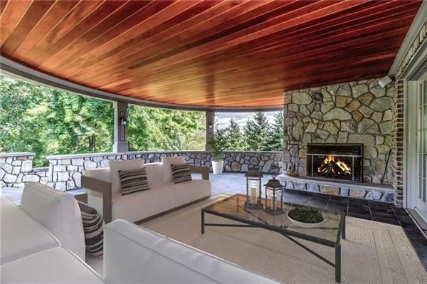 Mansions in newly remodeled home on eight private acres