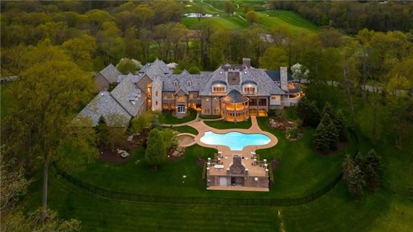 Mansions newly remodeled home on eight private acres