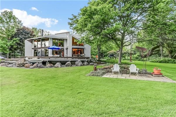 Exceptional lakefront estate in Chautauqua luxury properties