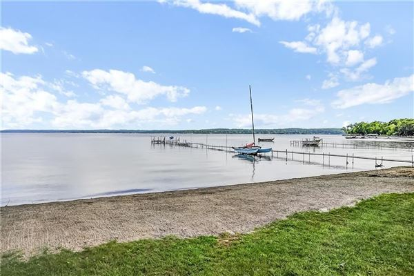 Luxury real estate Exceptional lakefront estate in Chautauqua