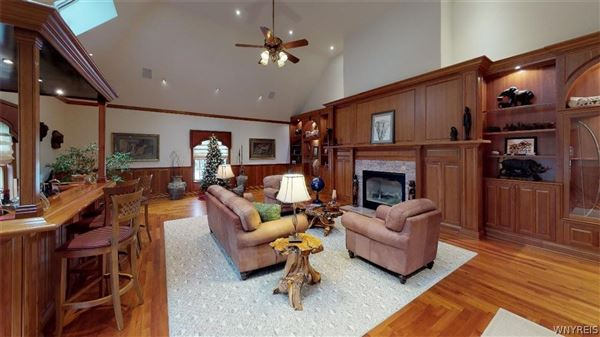 Luxury homes in beautifully detailed home in lewiston heights