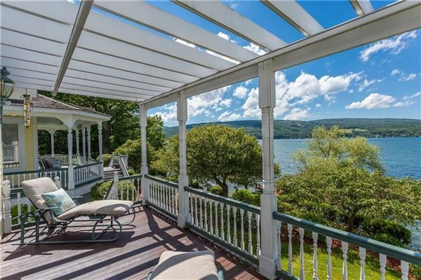 Luxury properties a showcase of ultimate lake living