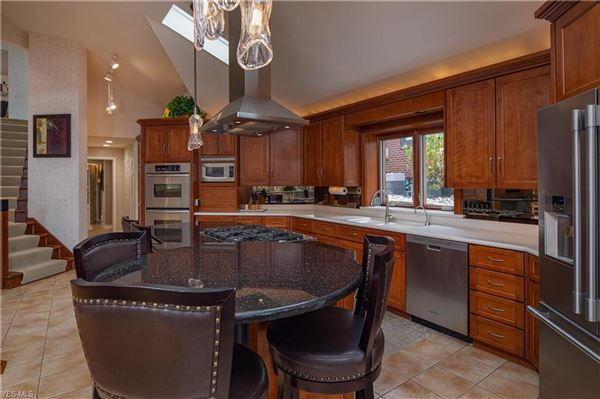 comfortable living at the lake luxury homes