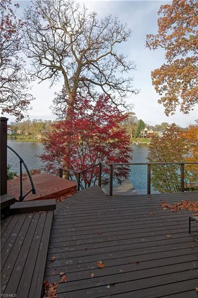 Mansions in comfortable living at the lake