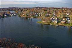 Mansions comfortable living at the lake