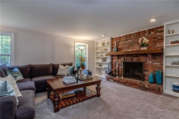 Luxury homes ideal Sewickley Village living