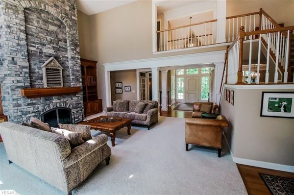 Luxury real estate country manor home in Deer Lake Estates