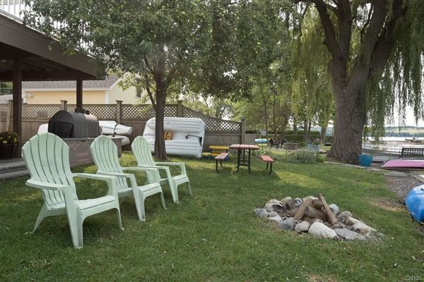 Skaneateles Lakefront living luxury homes