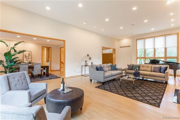 Luxury homes in Amazing North Wabeek custom home