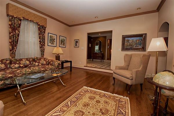 Luxury real estate Absolutely charming colonial residence