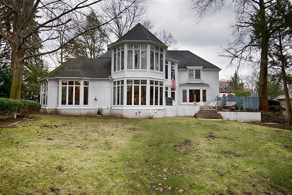 Luxury properties Absolutely charming colonial residence