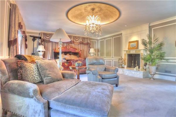 Luxury homes in iconic shaker heights home
