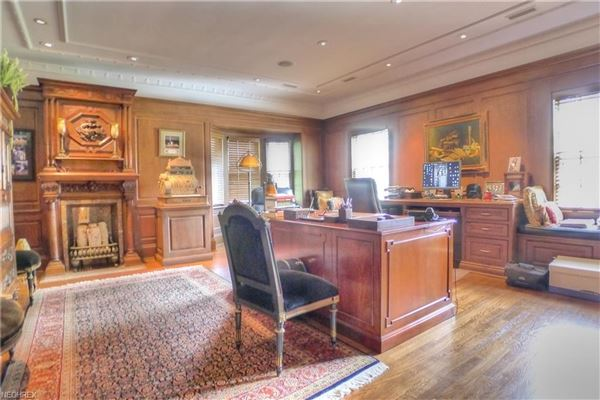 Mansions in iconic shaker heights home