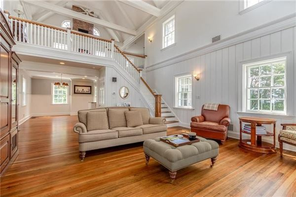 Luxury homes in classic historic colonial on 42 acres