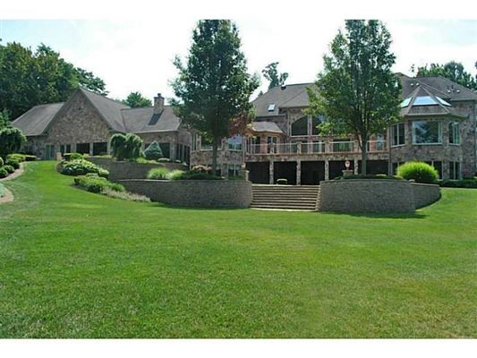 Luxury real estate A Prestigious Estate in millcreek