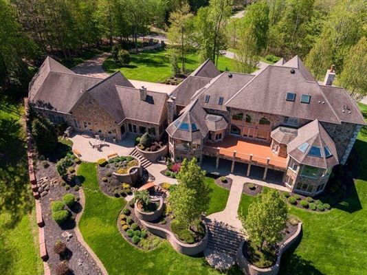 Mansions A Prestigious Estate in millcreek