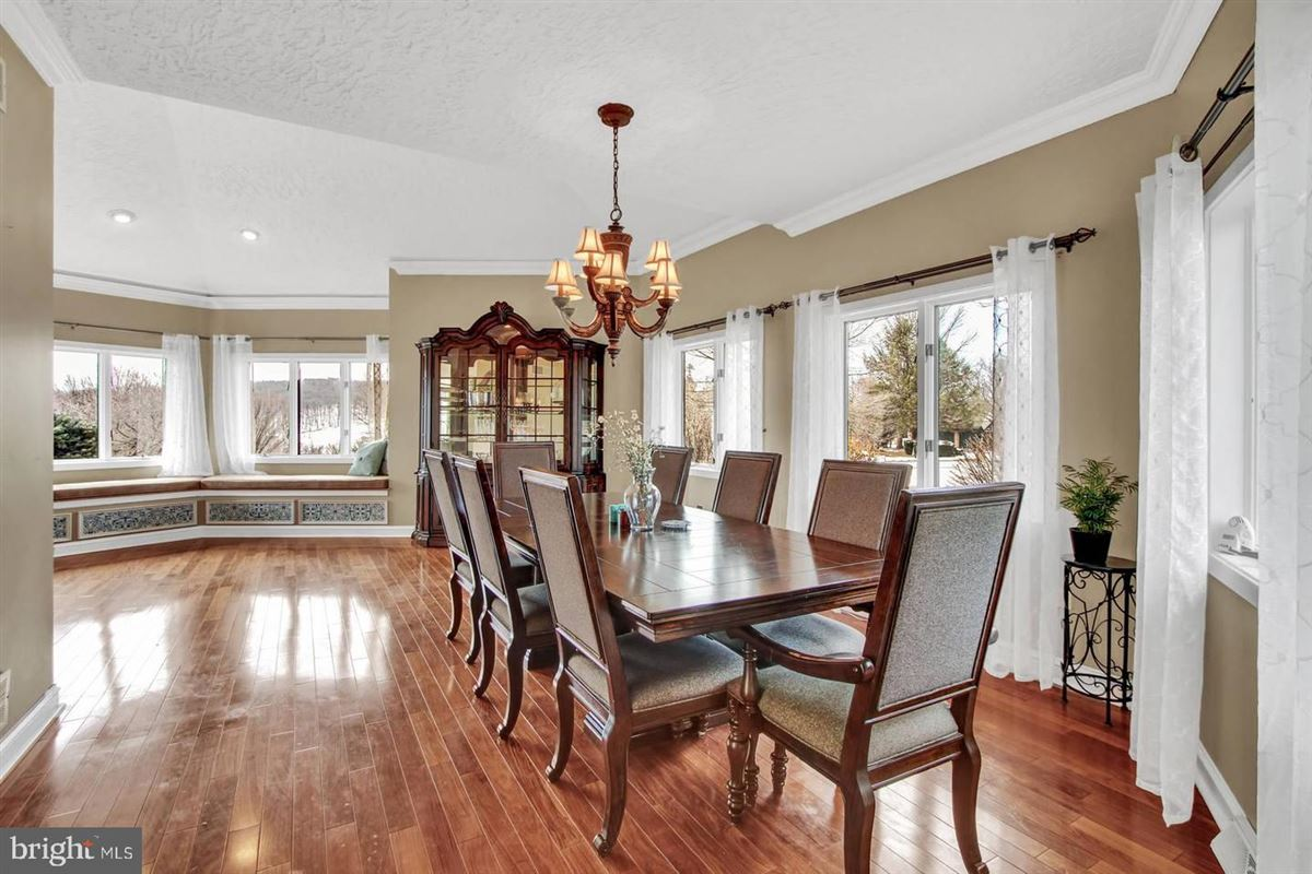 Luxury real estate Spacious and flexible living in a special private location