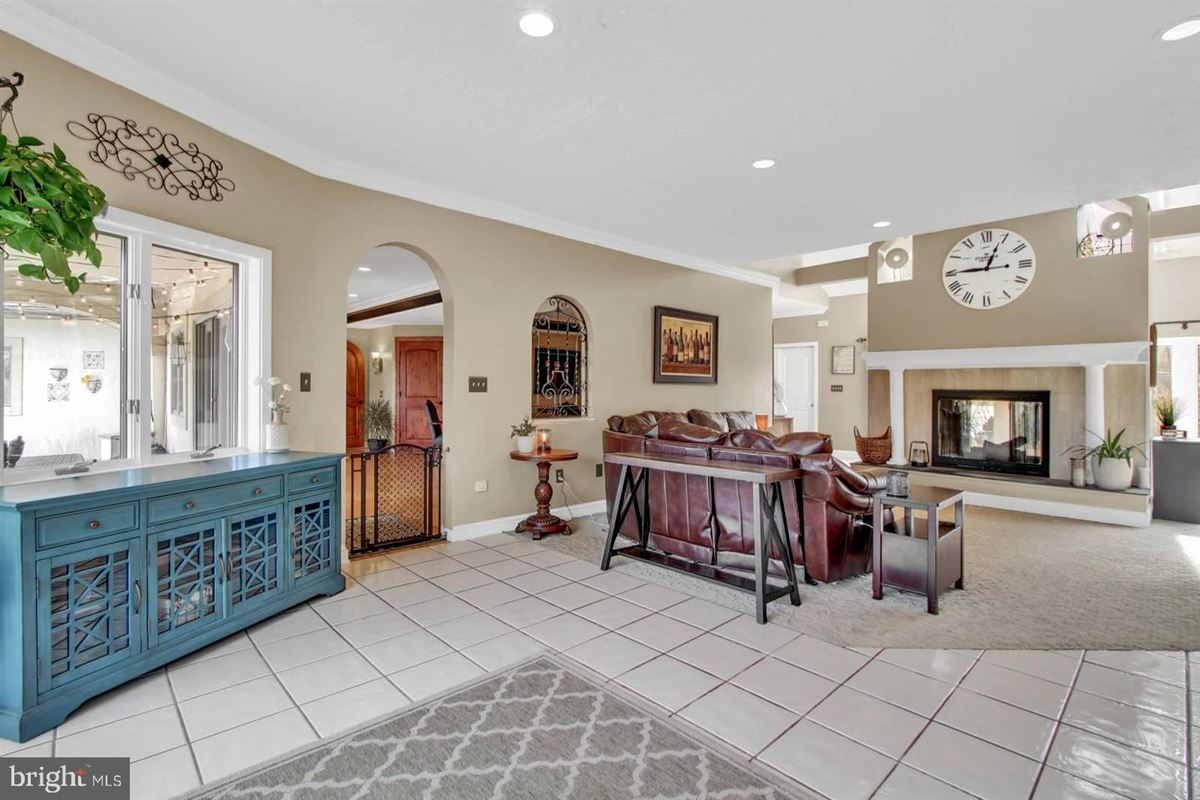 Spacious and flexible living in a special private location mansions