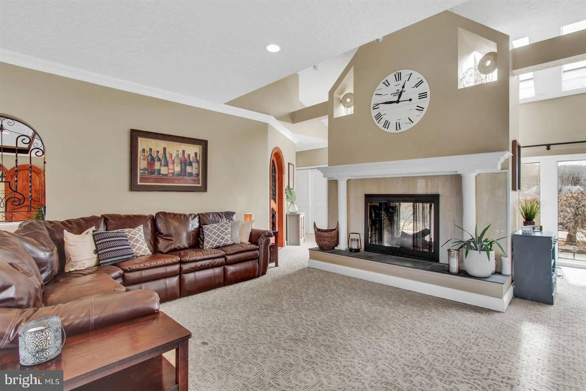 Luxury homes in Spacious and flexible living in a special private location