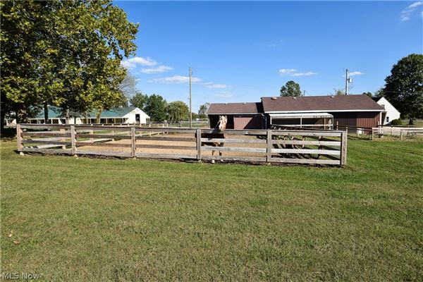 Luxury real estate state-of-the-art Equestrian property
