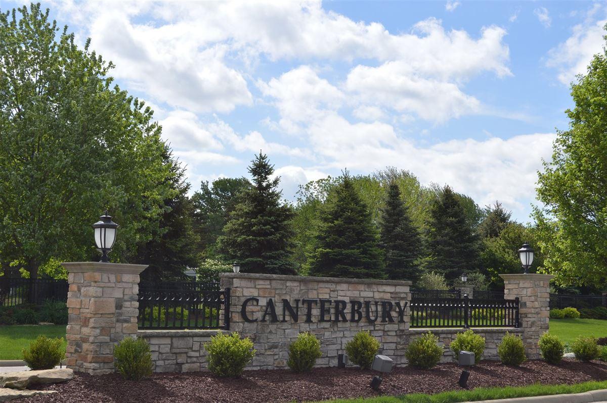 gorgeous home in prestigious Estates of Canterbury luxury homes
