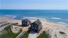 Luxury homes in an oceanfront home