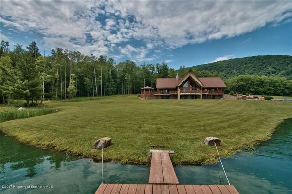Luxury homes in magnificent waterfront residence on amazing acres