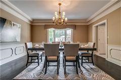 Luxury homes in Deerfield Manor
