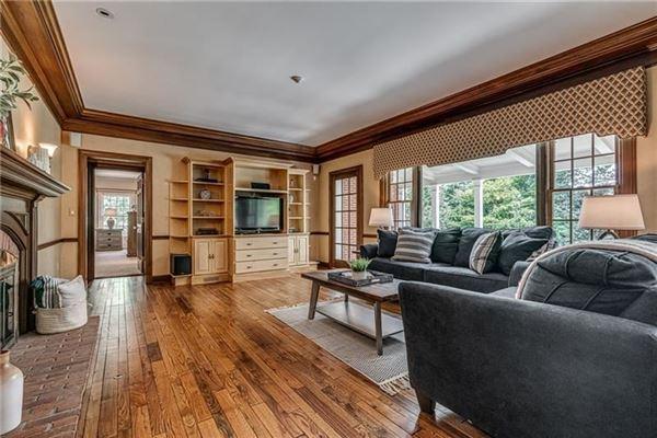 Deerfield Manor luxury real estate