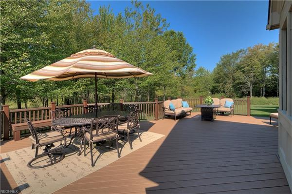 Mansions in beautiful two-story foyer offers an outdoor deck