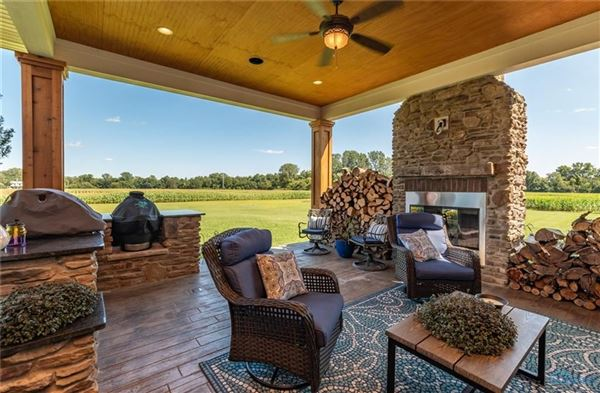 Luxury homes STUNNING CUSTOM RANCH HOME