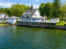 Overstone - landmark waterfront estate luxury homes