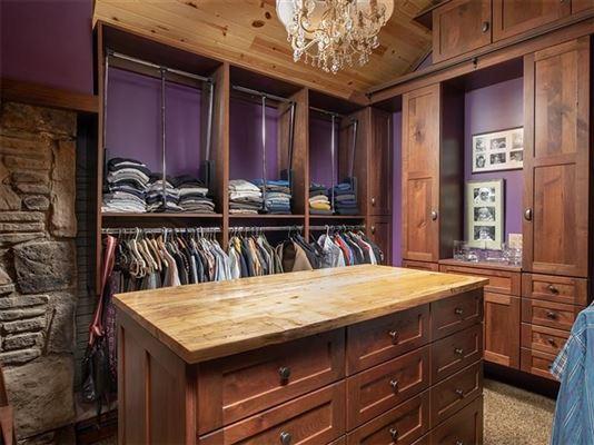 Luxury properties Rustic elegance on 14 acres