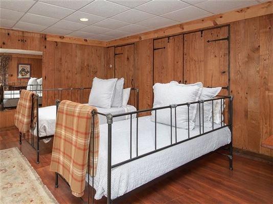 Luxury homes Rustic elegance on 14 acres