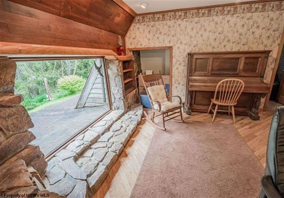 Mansions Unique home on 19 acres in Cheat Lake