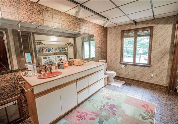 Luxury homes in Unique home on 19 acres in Cheat Lake