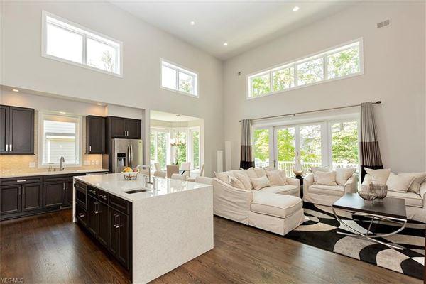 Luxury properties A smashingly beautiful home