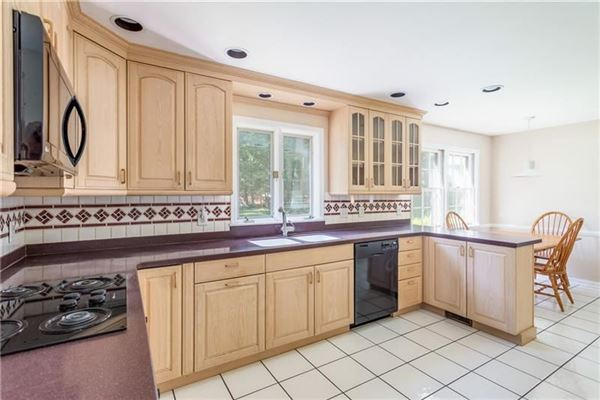 Well built and well maintained classic Colonial home luxury properties