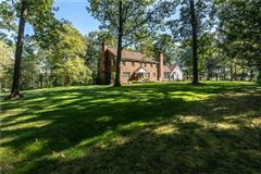 Luxury properties Well built and well maintained classic Colonial home