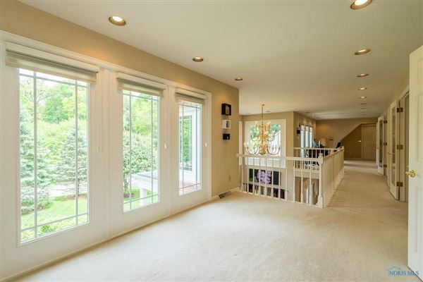 Luxury properties Stunning home on cul-de-sac in Ottawa Hills
