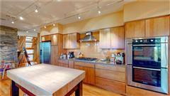 Canoe Landing Estate and Vineyard luxury real estate