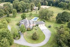 Mansions in spectacular home in a prime area of Sewickley