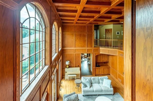spectacular home in a prime area of Sewickley luxury properties