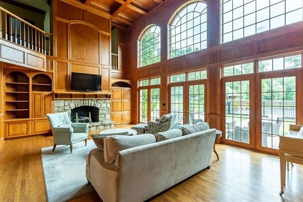 Mansions spectacular home in a prime area of Sewickley