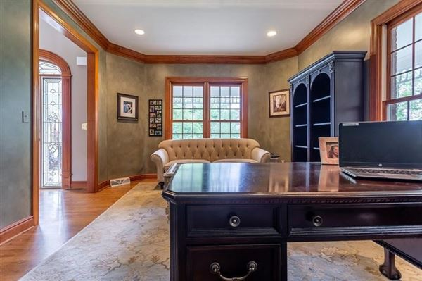 spectacular home in a prime area of Sewickley mansions