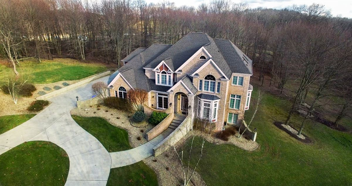 Mansions Exquisite Estate Home on 3.25 Wooded Acres!