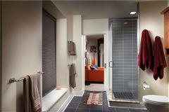 Mansions in Luxury sun-filled condominium