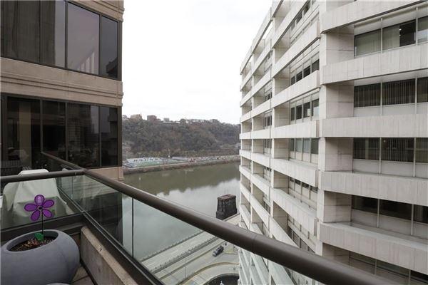 Luxury sun-filled condominium luxury properties