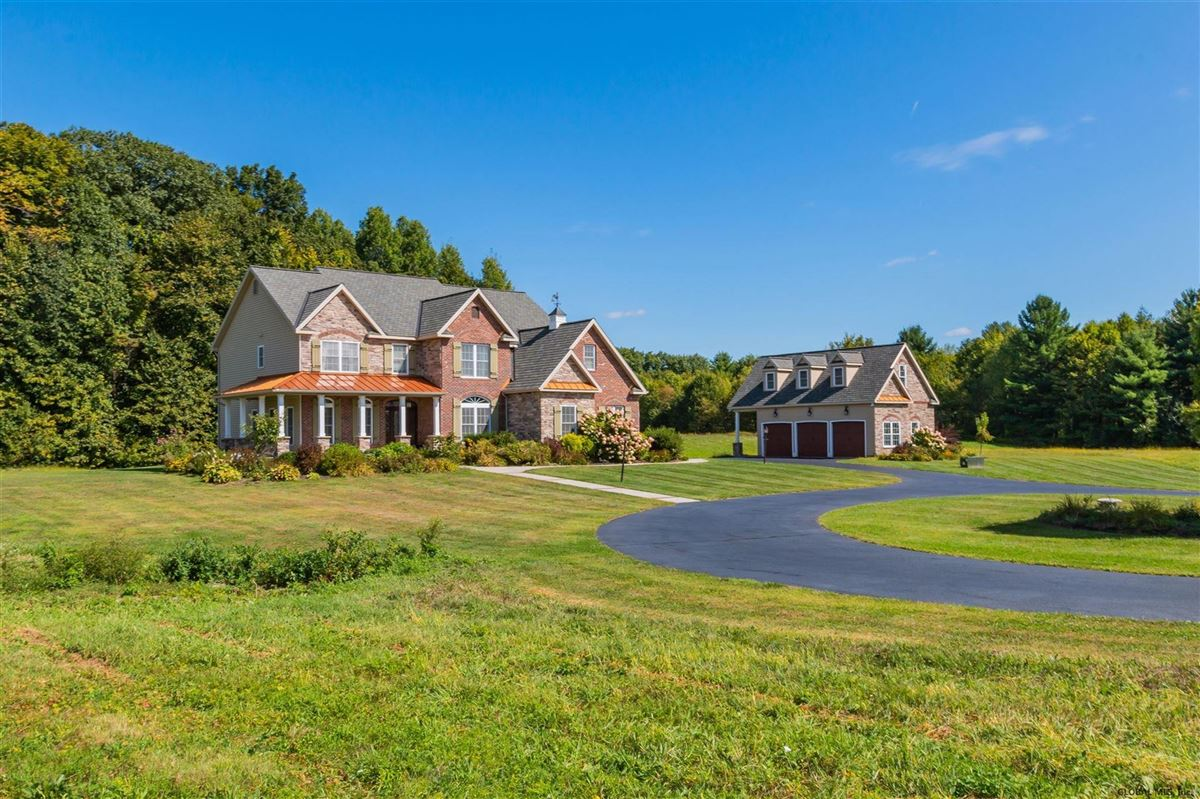Mansions in a beautiful 20 acre property