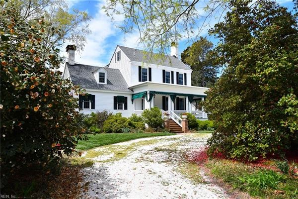 Mansions in cape Escape on the Eastern Shore